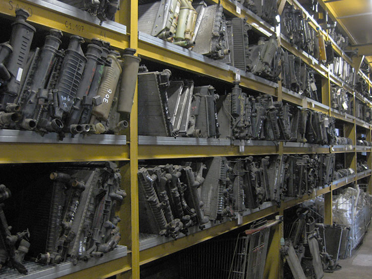 stockage-radiateur-pieces-de-reemploi-auto